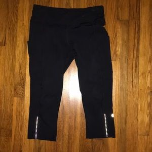 Lululemon crop legging with pockets. Size 8
